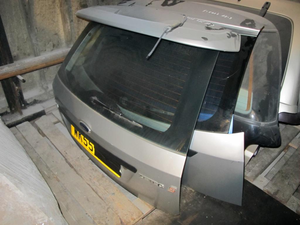 Крышка багажника Форд Фиеста.JPG
